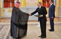 Посол Саудовской Аравии в РФ Абдуррахман ар-Расси, президент России Владимир Путин и глава МИД РФ Сергей Лавров