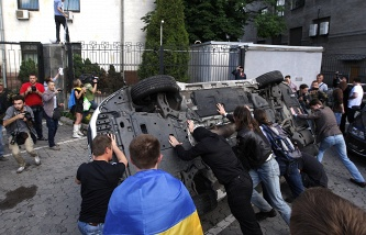 Saturday's attack on the Russian Embassy in Kiev (archive)