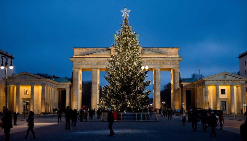 Christmas tree at the Brandenburg Gate in Berlin