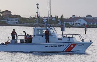 Спустя сутки после крушения судна уБагамских островов найден выживший пассажир