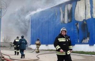 Пожар наскладе вРостовской области локализован, угрозы населению нет