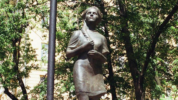 Памятник возлюбленной_Москва-Петушки