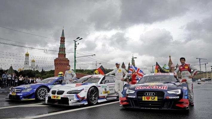 Ральф Шумахер, пилоты Энди Приоль и Майк Рокенфеллер /слева направо/ на Moscow City Racing