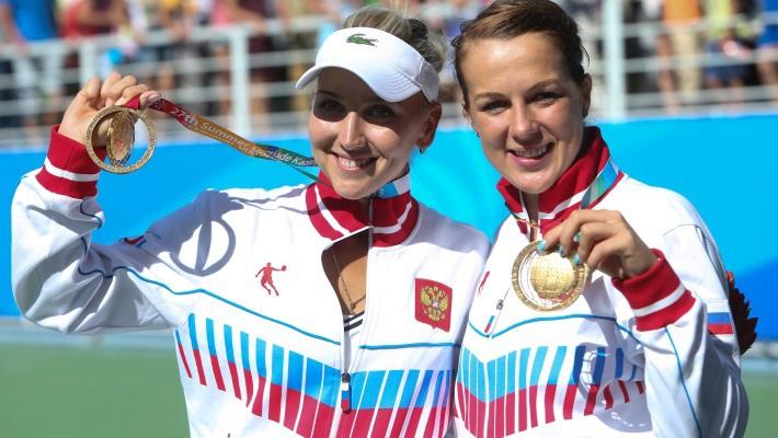 Елена Веснина /слева/ и Анастасия Павлюченкова
