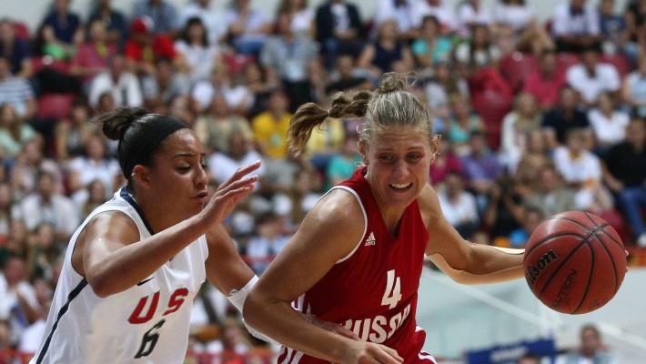 Игроки сборной США Брайа Хартли и сборной России Татьяна Григорьева в финале турнира
