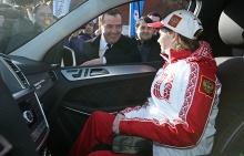 Премьер-министр РФ Дмитрий Медведев и олимпийская чемпионка в фигурном катании Юлия Липницкая