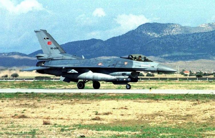 Turkish F-16 fighter