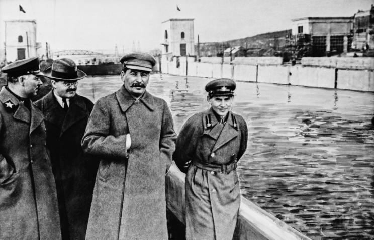 Климент Ворошилов, Вячеслав Молотов, Иосиф Сталин и Николай Ежов на канале Москва - Волга, 1937 г.